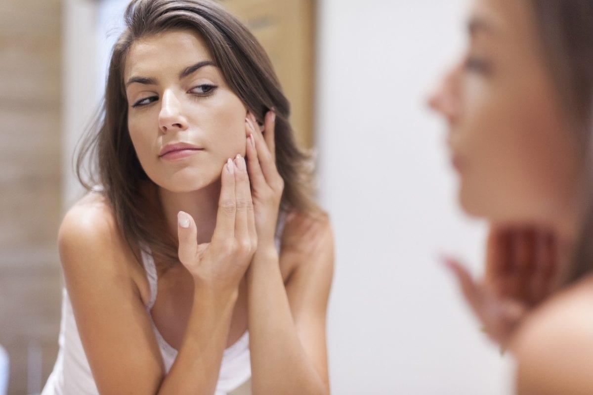 Você sabe como remover a maquiagem corretamente? Veja dicas: