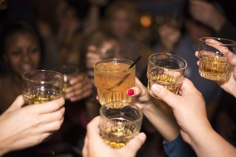 Veja 12 dicas para organizar uma festa open bar de sucesso