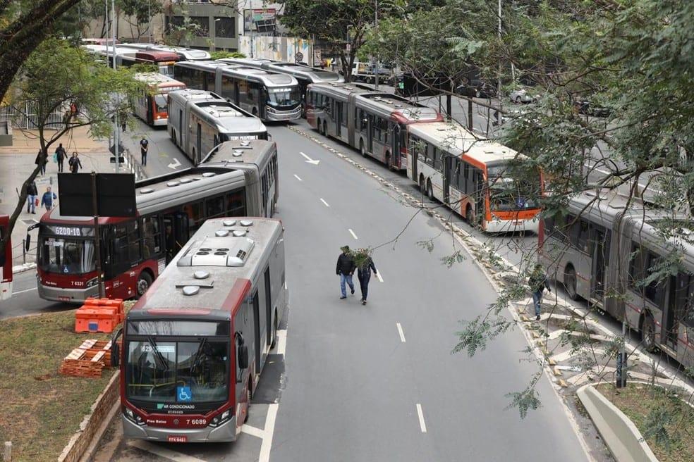 Greve de ônibus em SP: Rodízio suspenso e Metrô reforçado