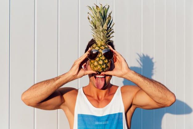 Como comer abacaxi pode ajudar no sexo oral