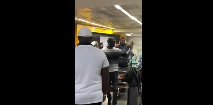 Akon acaba de chegar ao Brasil! Veja vídeo do cantor no aeroporto