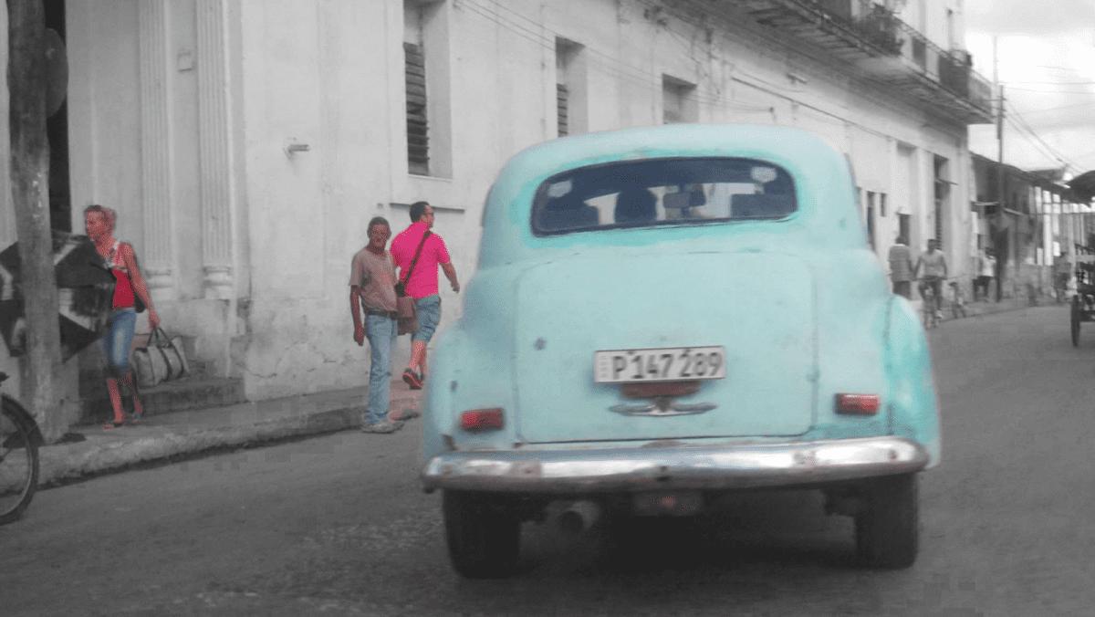 Os olhares e a moeda cubana em foco