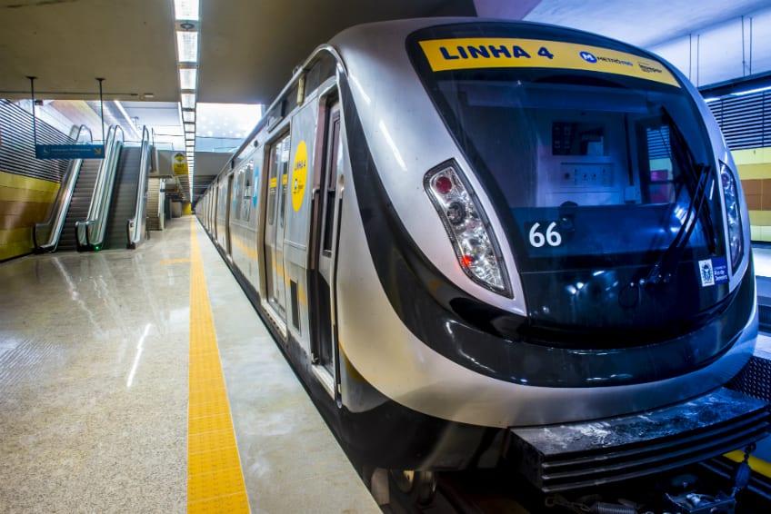 Crônica: Tutorial para sentar no chão do metrô do Rio de Janeiro