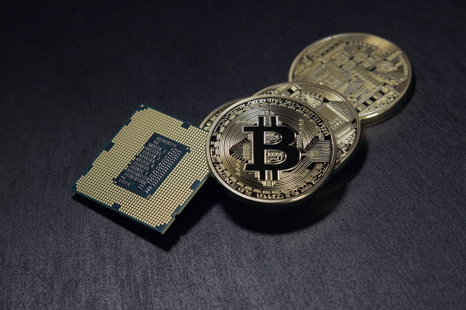 Moeda Bitcoin sobre a mesa