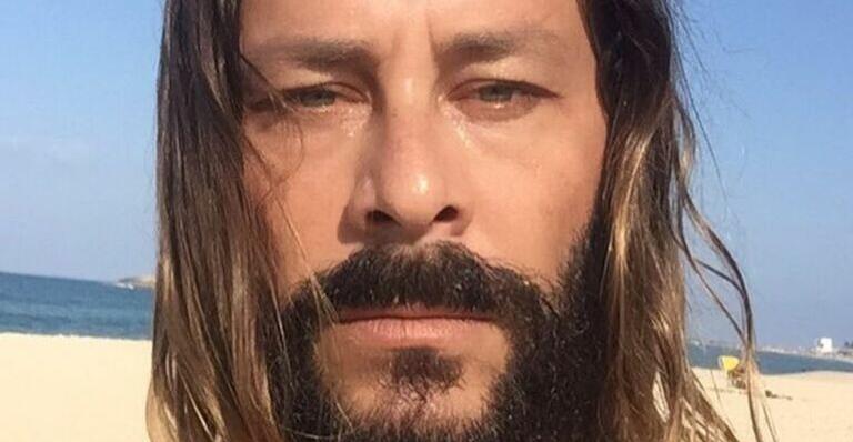 Theo Becker acusa produção de 'A Fazenda' e anuncia vencedor