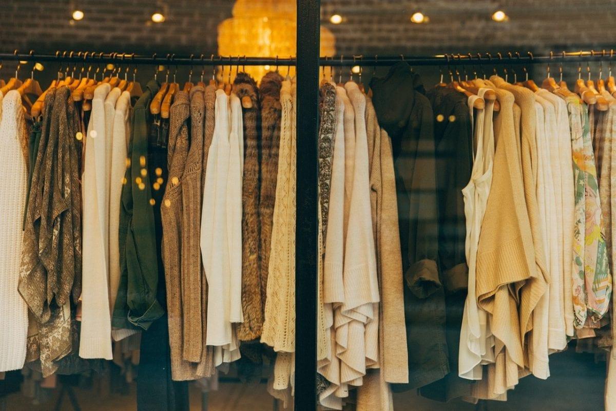 A volta da moda dos anos 70/80 e a febre dos brechós vintage