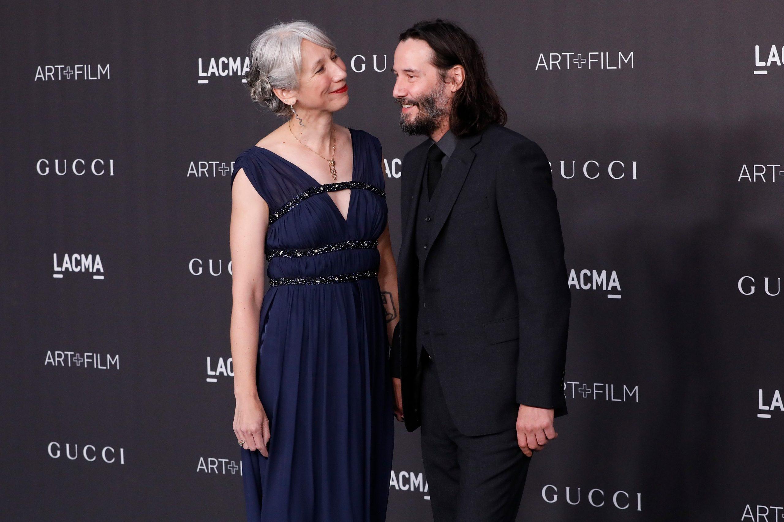Keanu Reeves assume namoro após 20 anos de luto traumático