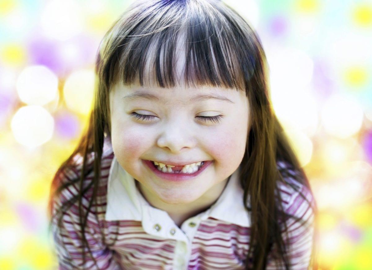 Anhanguera promove evento gratuito e leva crianças com deficiência ao cinema