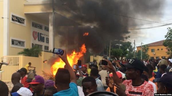 Revolta contra igreja Universal na África acaba em morte de garoto de 13 anos