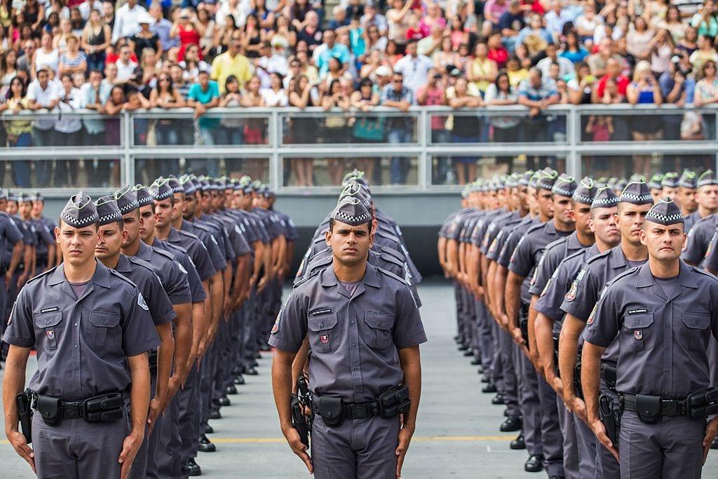 Policiais brasileiros atuam psicologicamente desamparados