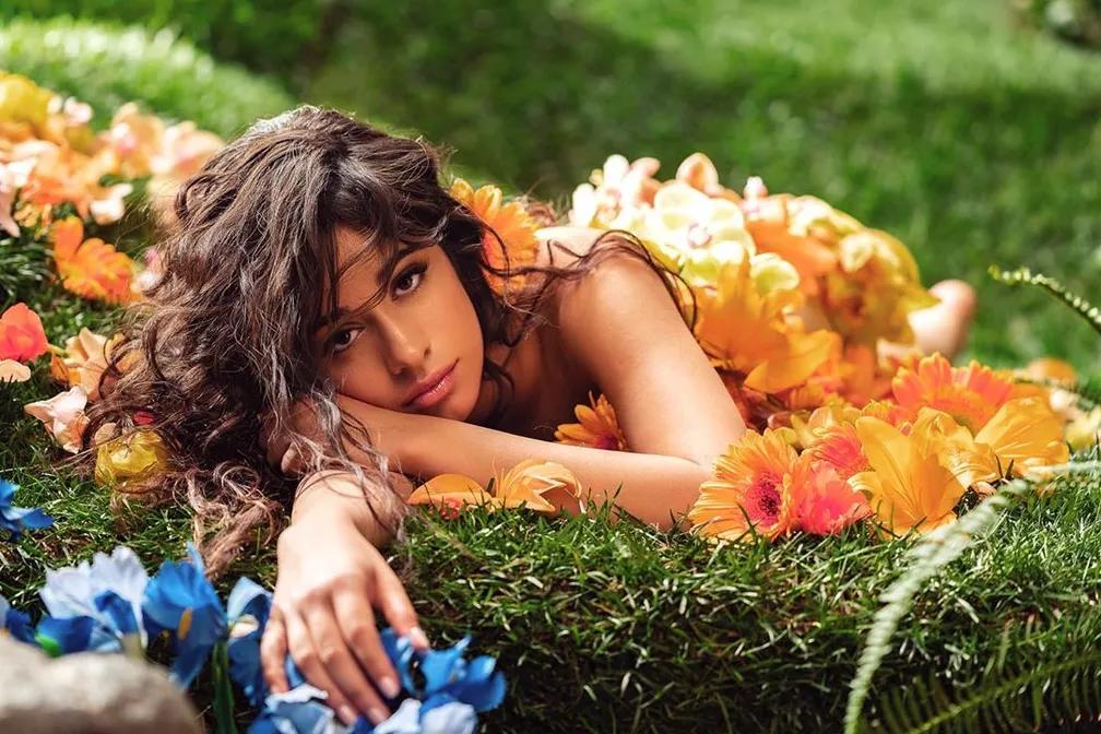 Romance, álbum de Camila Cabello, é lançado e fãs comemoram
