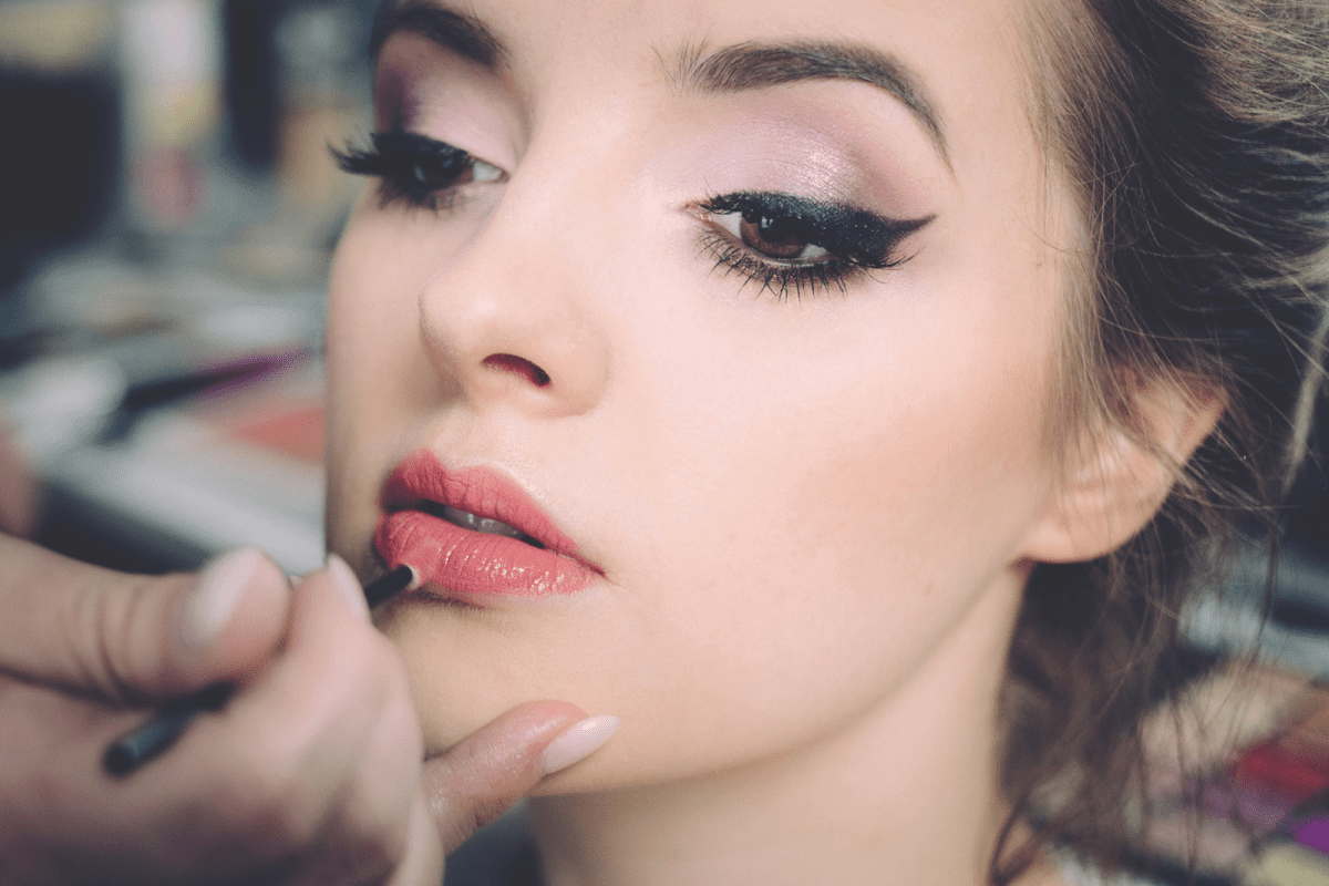 BELEZA: Faça uma maquiagem perfeita para as festas de final de ano!