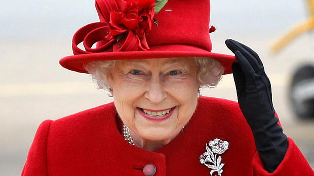 Rainha Elisabeth II busca profissional para cuidar das suas redes sociais