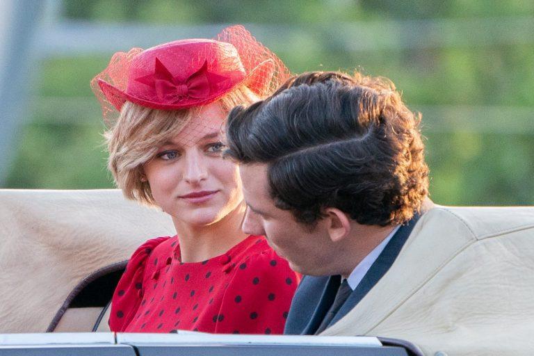 The Crown: Atriz que interpretará princesa Diana é idêntica a ela, veja