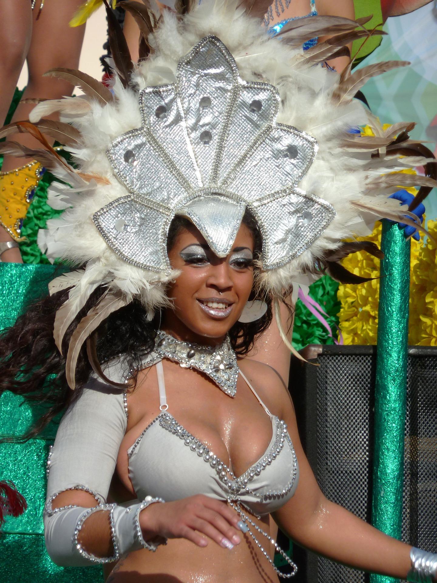 Participação feminina explica explosão do Carnaval de rua em SP