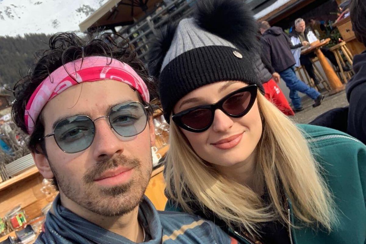 Joe Jonas e Sophie Turner esperam pelo primeiro filho