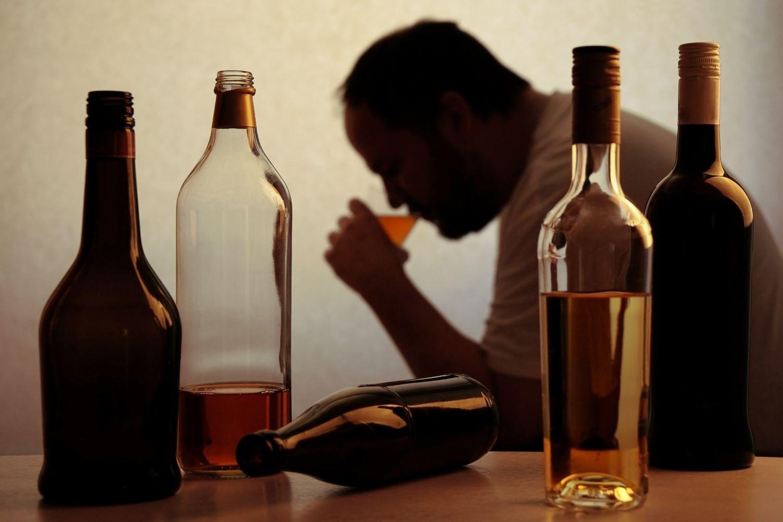 Combate ao alcoolismo - veja os famosos que venceram o vício