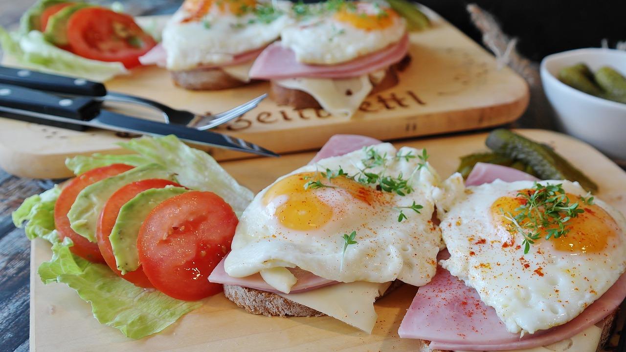 Emagreça comendo um café da manhã rico em proteínas