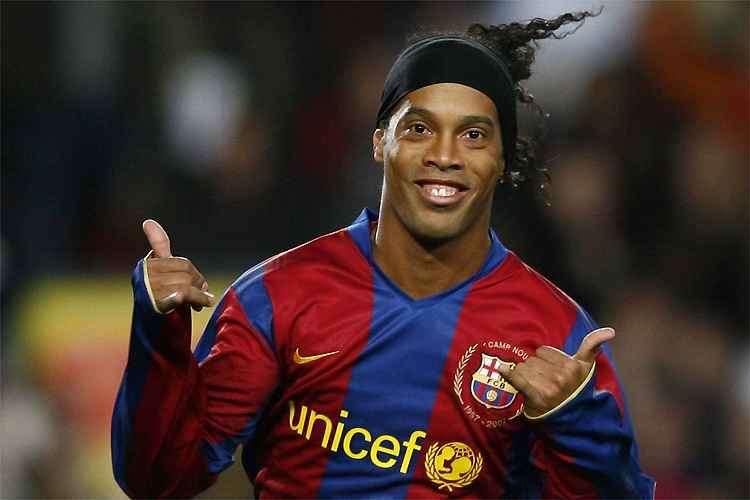 Ronaldinho Gaúcho é detido no Paraguai e vira meme na web