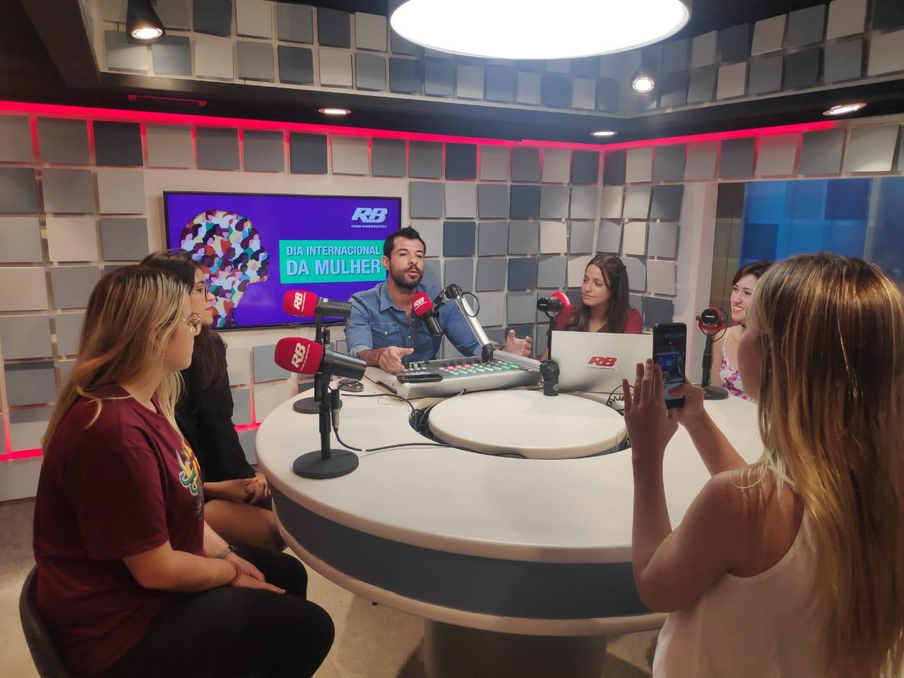 Dia da Mulher: Fala! comenta sobre assunto na Rádio Bandeirantes