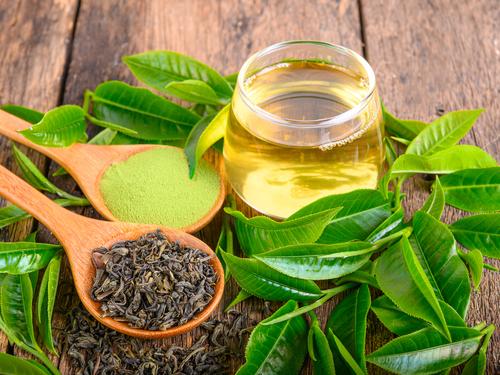 O chá verde é uma opção de bebida para o café da manhã de quem deseja emagrecer.