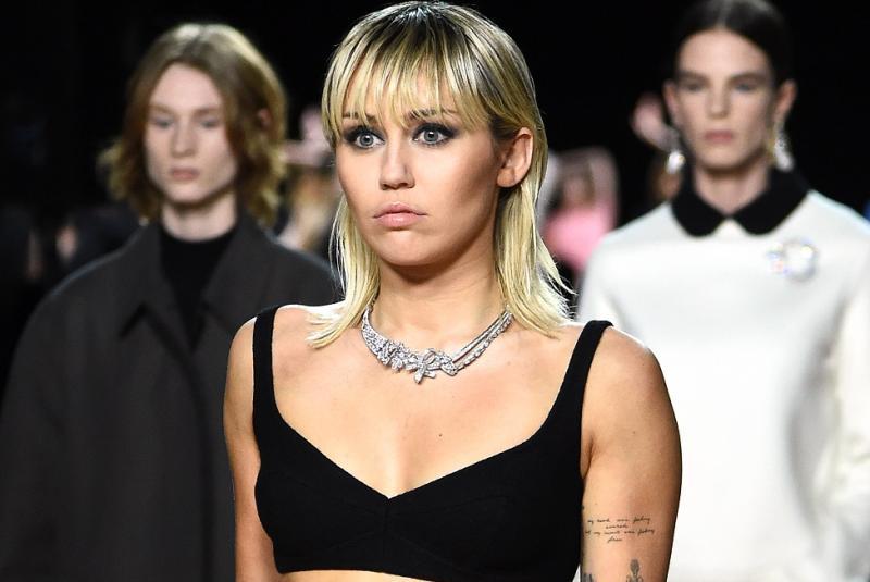 Miley Cyrus ficou 2 anos sem usar biquíni por vergonha de seu corpo