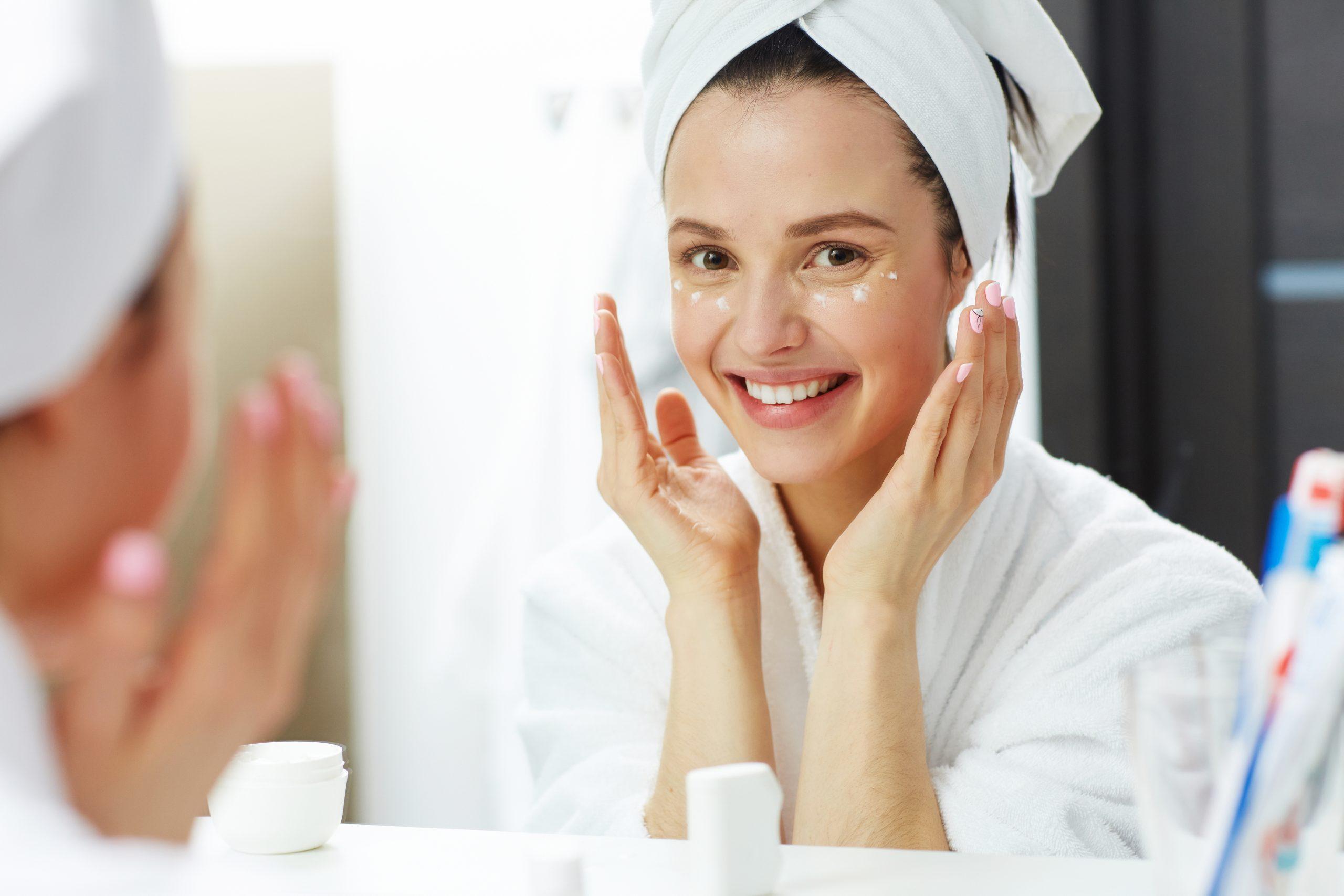 Aprenda a acabar com as espinhas com máscara de rosto caseira