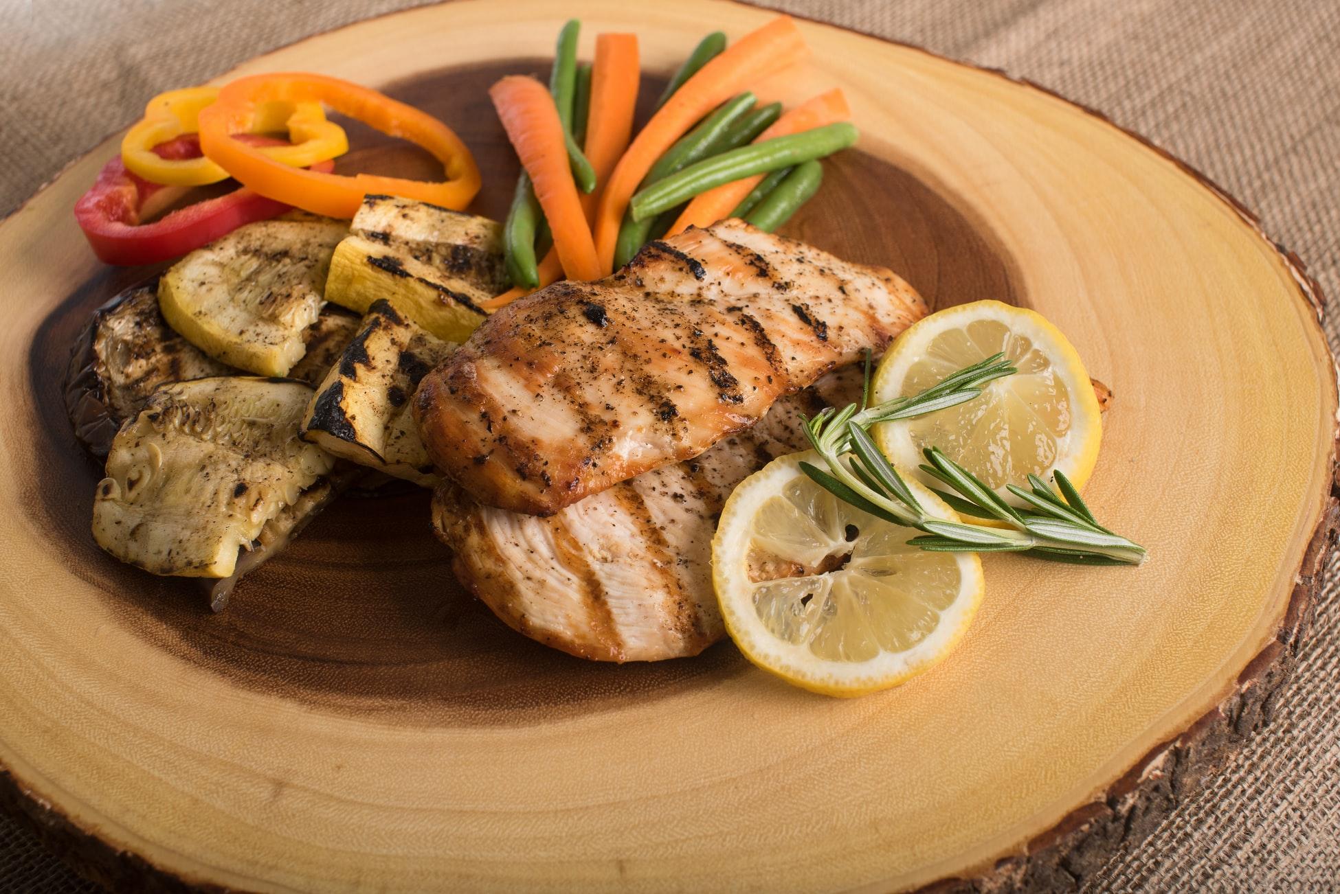 Dieta low carb ajuda a emagrecer rápido, veja dicas para começar