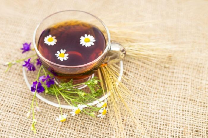 chá de camomila pode ajudar a dormir melhor
