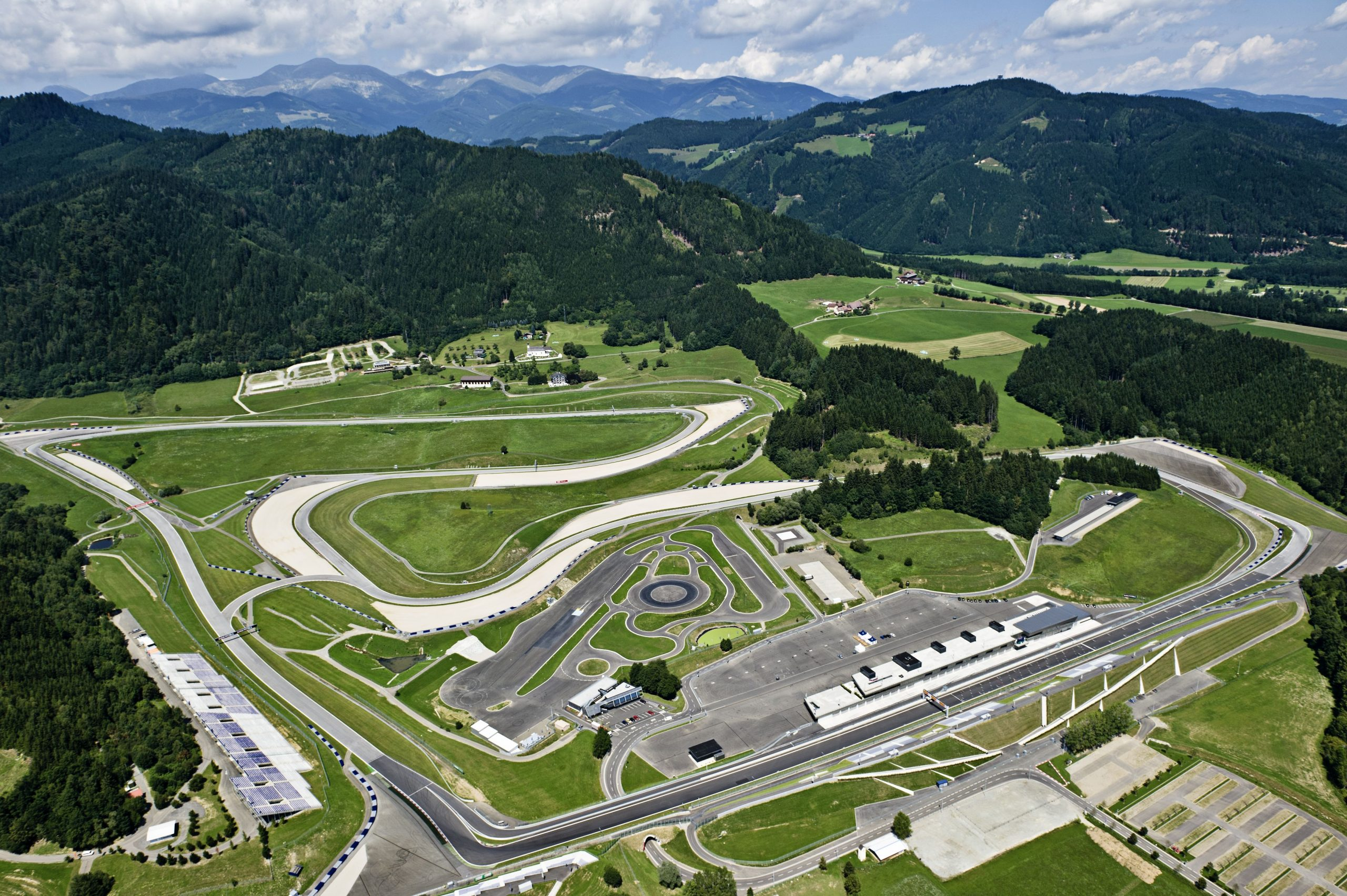 Foto aérea do circuito de Spielberg
