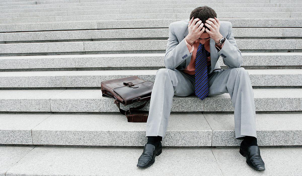 suicídio causado por crise econômica