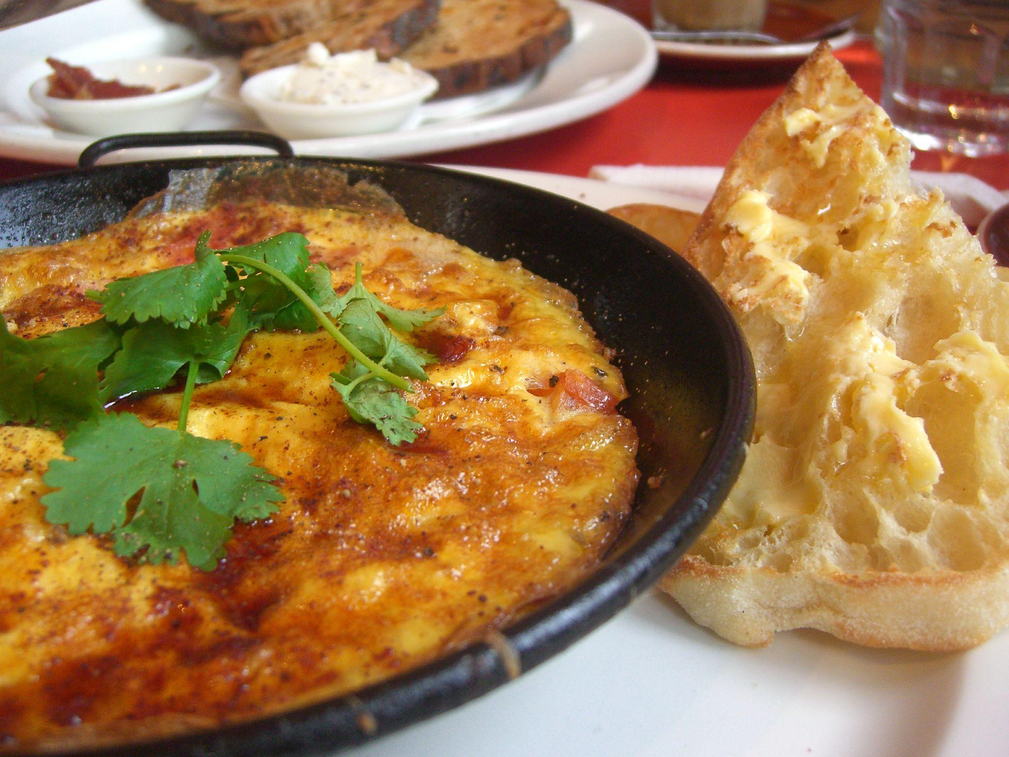 Varie a sua dieta: aprenda a fazer omelete de forno!
