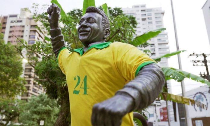 Estátua Pelé