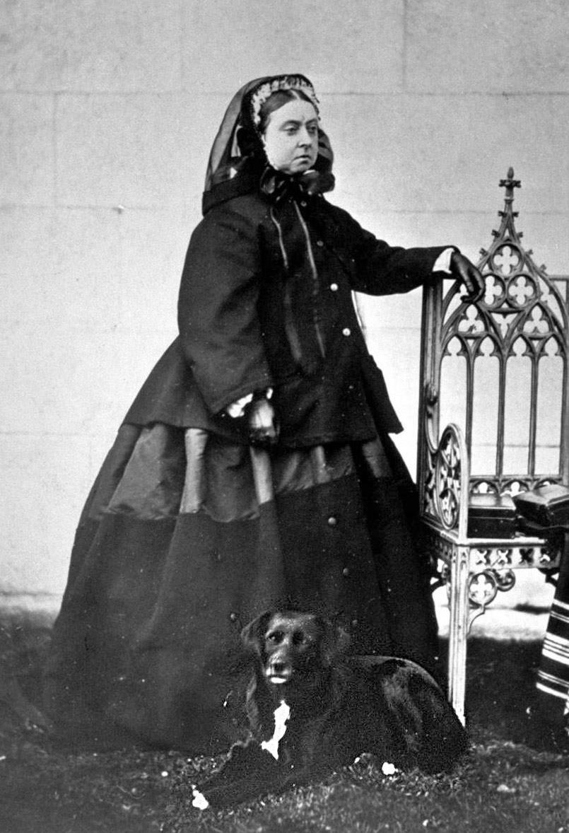 Rainha Vitória com traje de luto