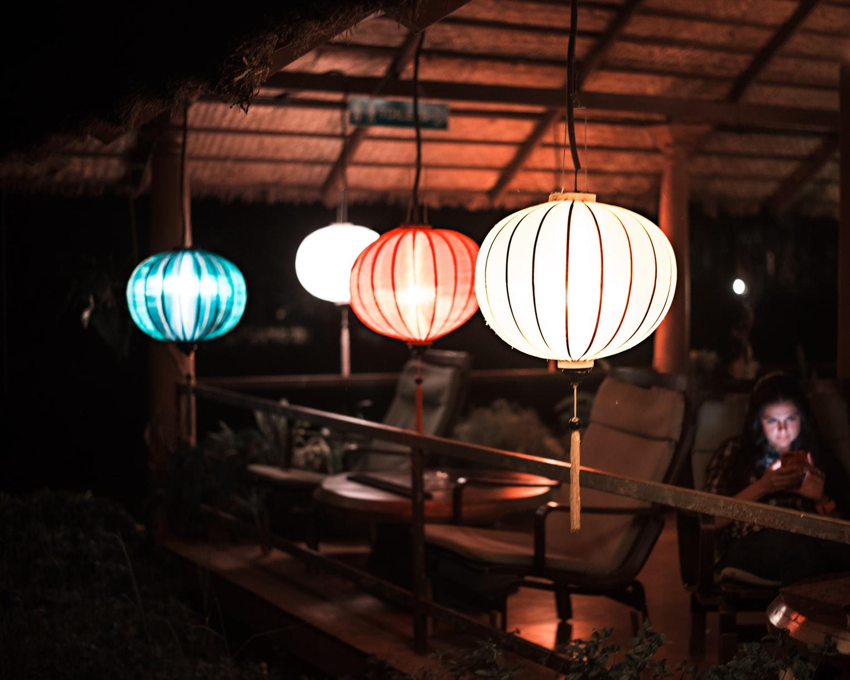 Luzes coloridas para ambientes: conheça a tendência!
