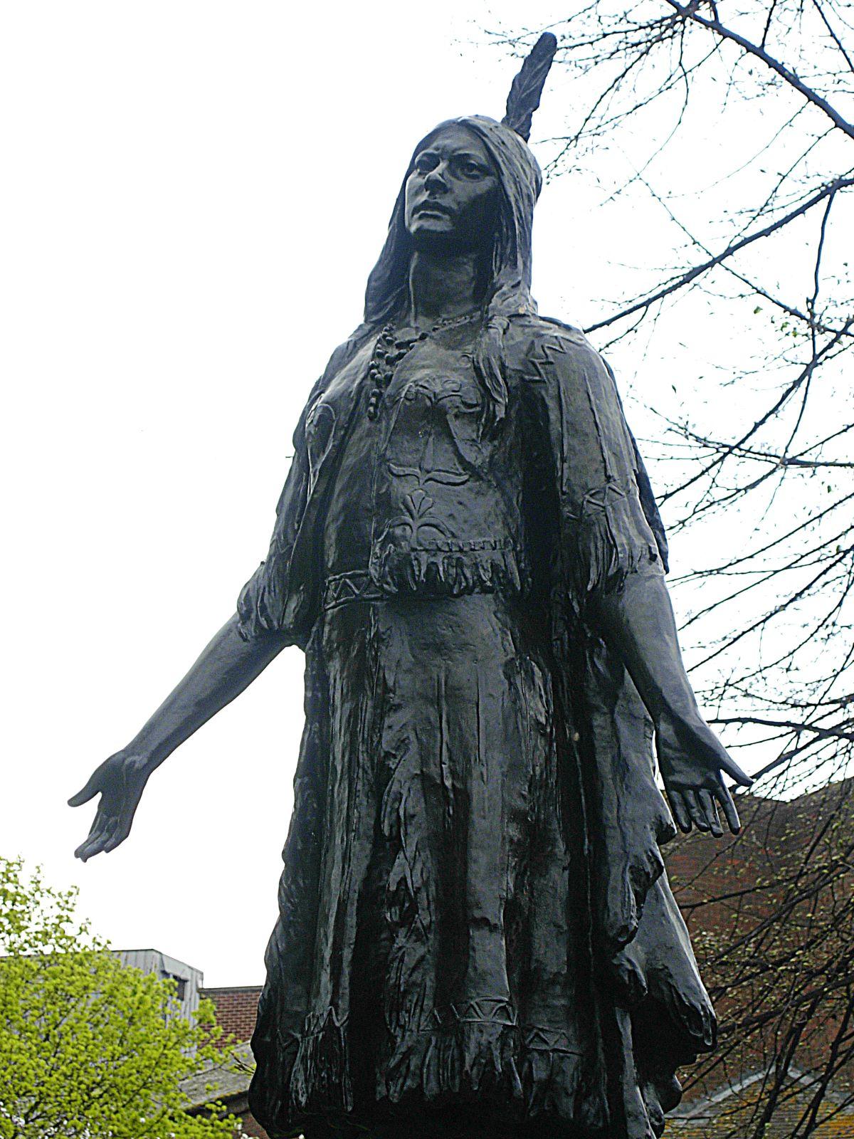 Estátua de Pocahontas