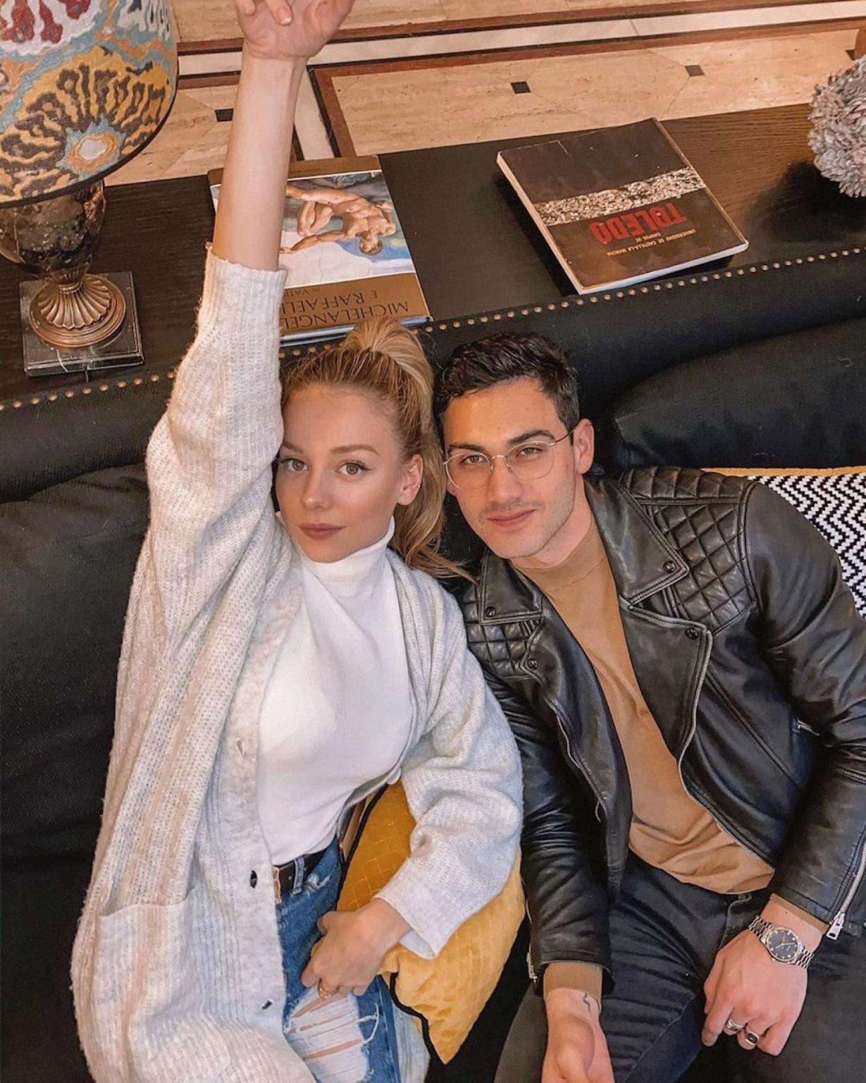 Ester Expósito e Alejandro Speitzer