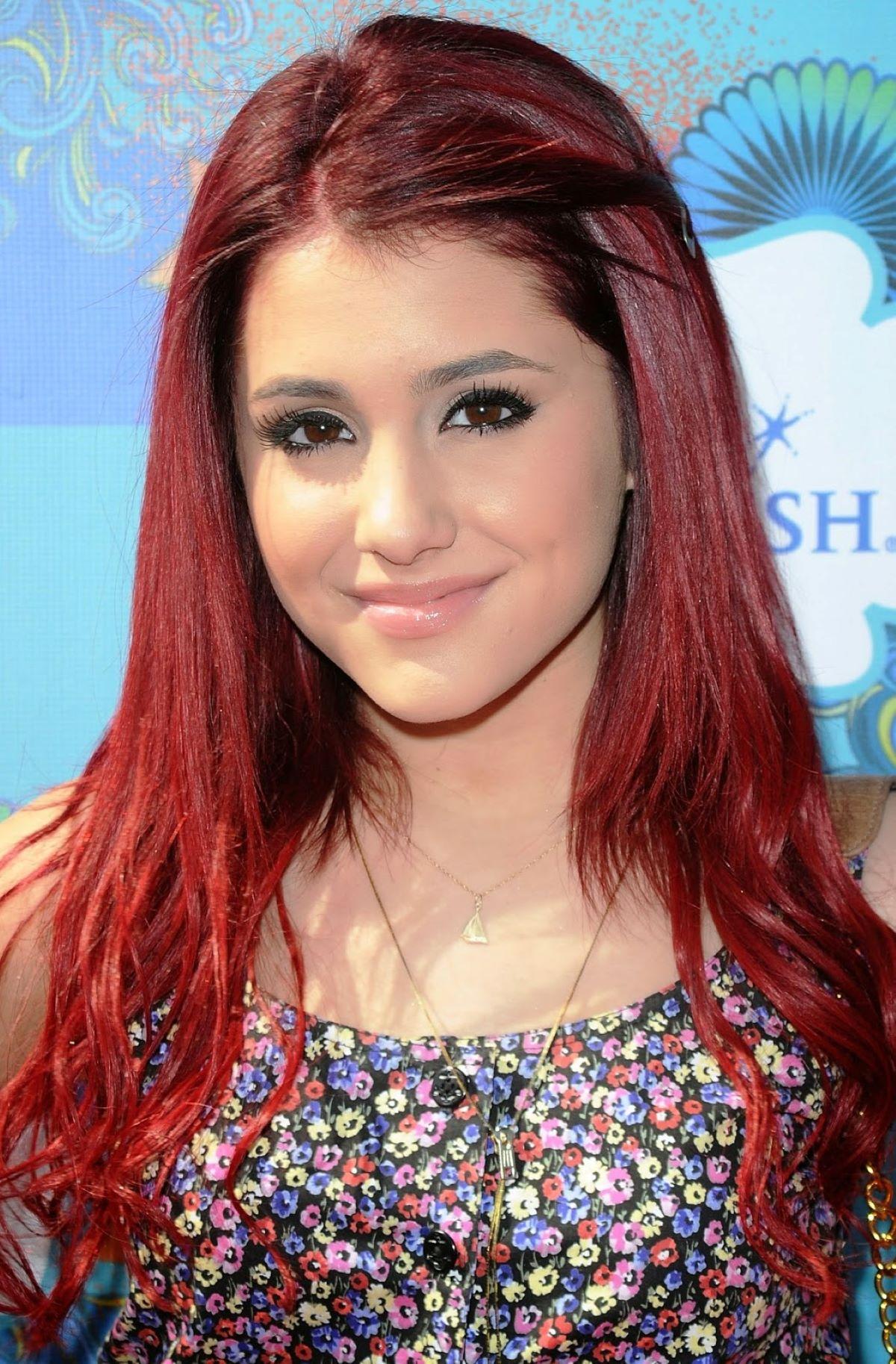 Ariana Grande em Brilhante Victoria