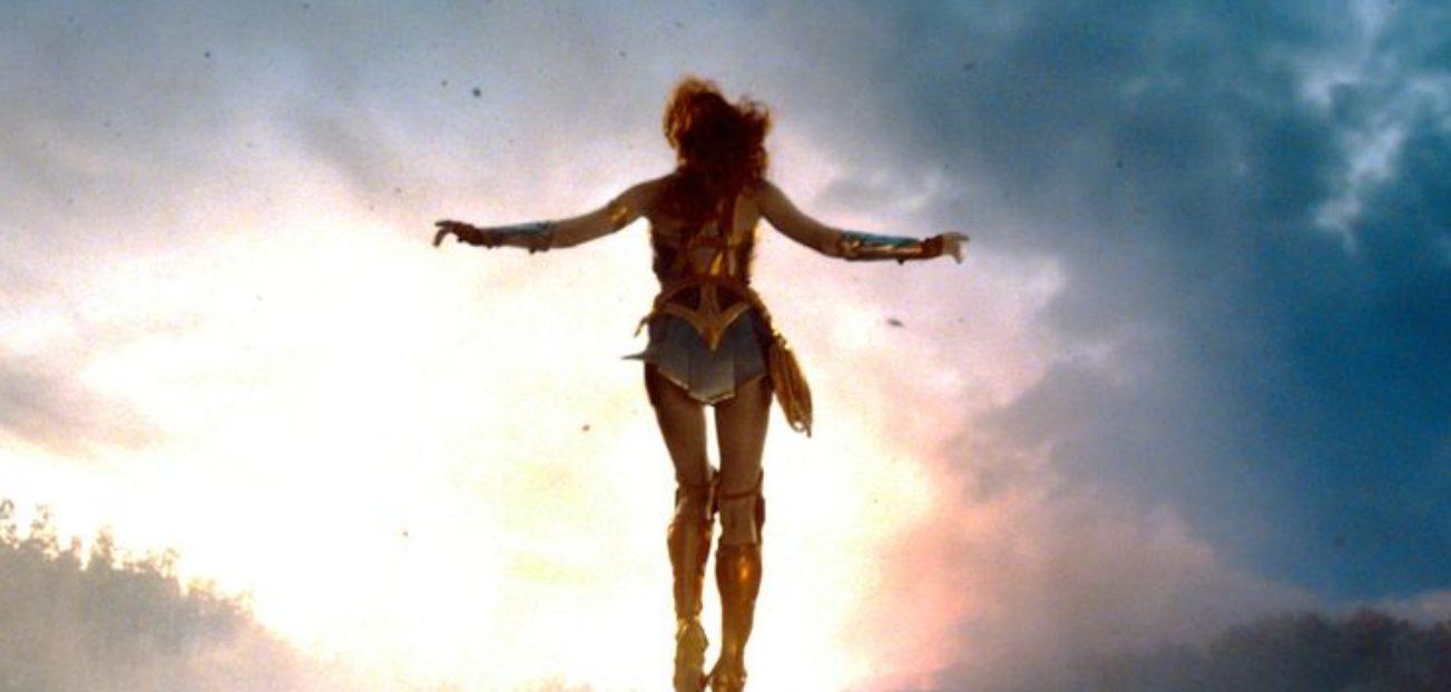 mulher maravilha voando