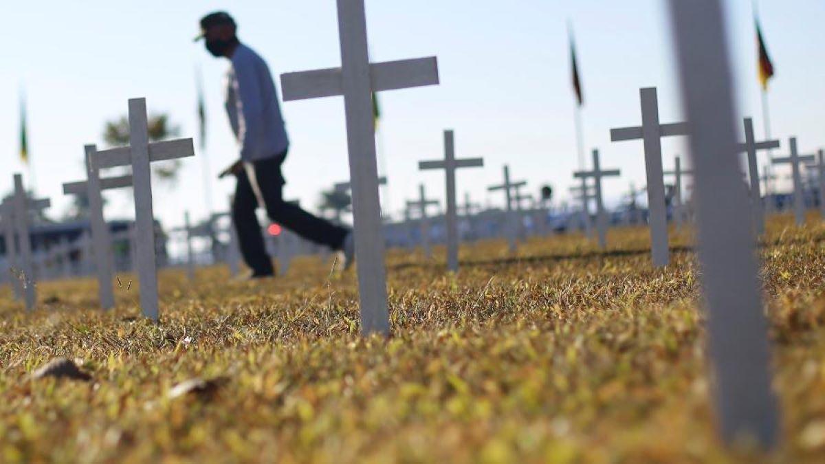 Negação da gravidade do coronavírus influenciou as mortes no Brasil