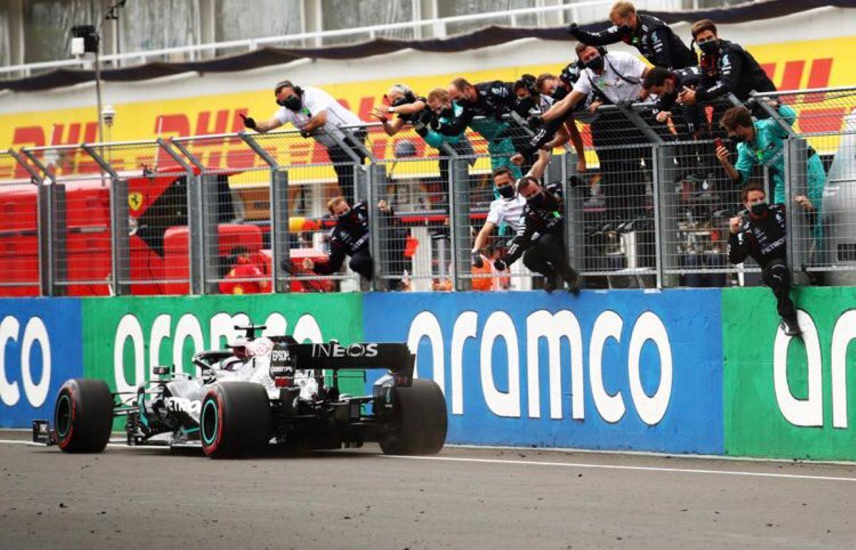 Domínio de Hamilton e Mercedes garantem mais uma vitória na Hungria