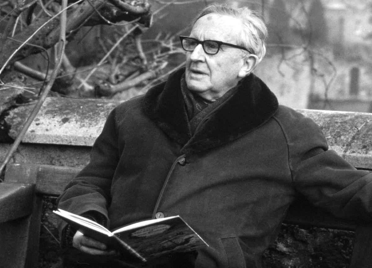 O legado de J.R.R. Tolkien na cultura e sua literatura fantástica