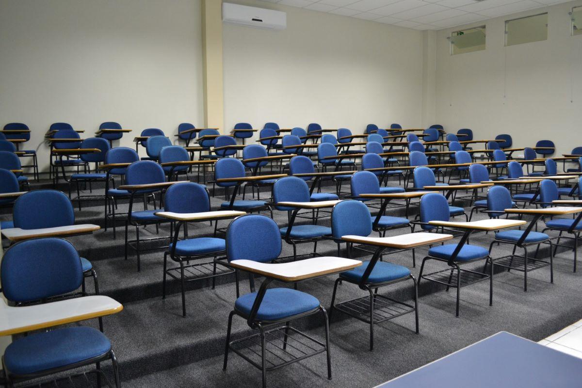 """""""O afeto faz parte da sala de aula"""": o drama da volta às aulas"""