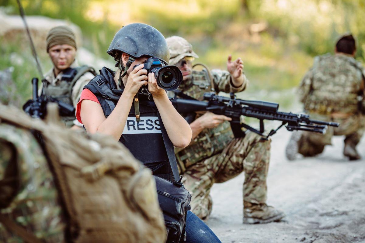 Veja e entenda como é o trabalho de um jornalista de guerra