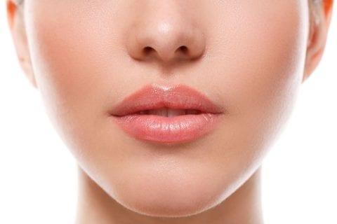 como evitar lábios secos