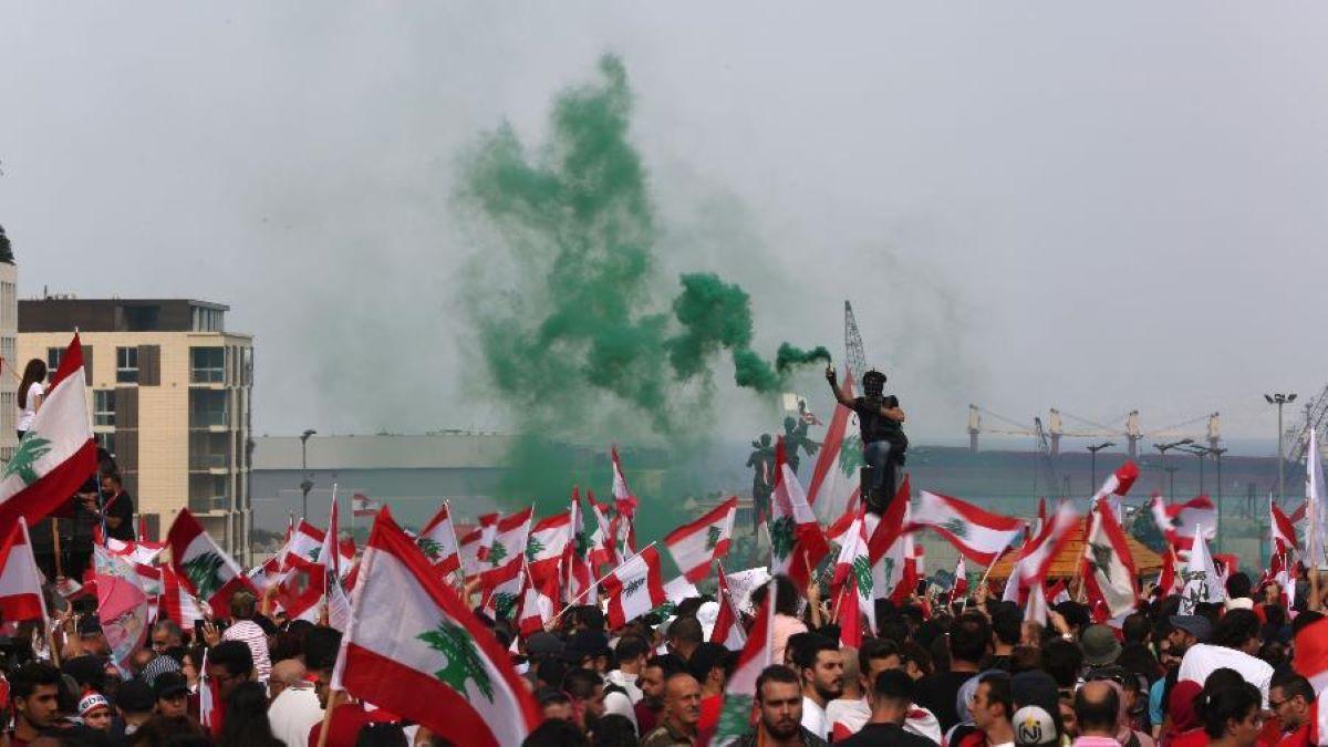 Líbano enfrenta crise político-econômica em meio à explosão em Beirute