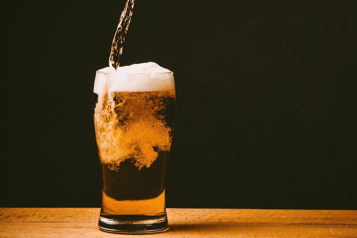 Dia da Cerveja: Descubra como fazer cerveja caseira durante a quarentena