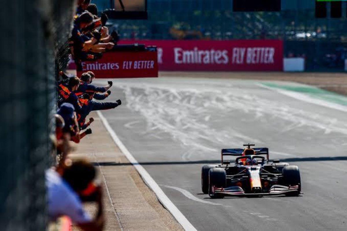 Verstappen quebra a hegemonia da Mercedes no GP dos 70 anos da F1