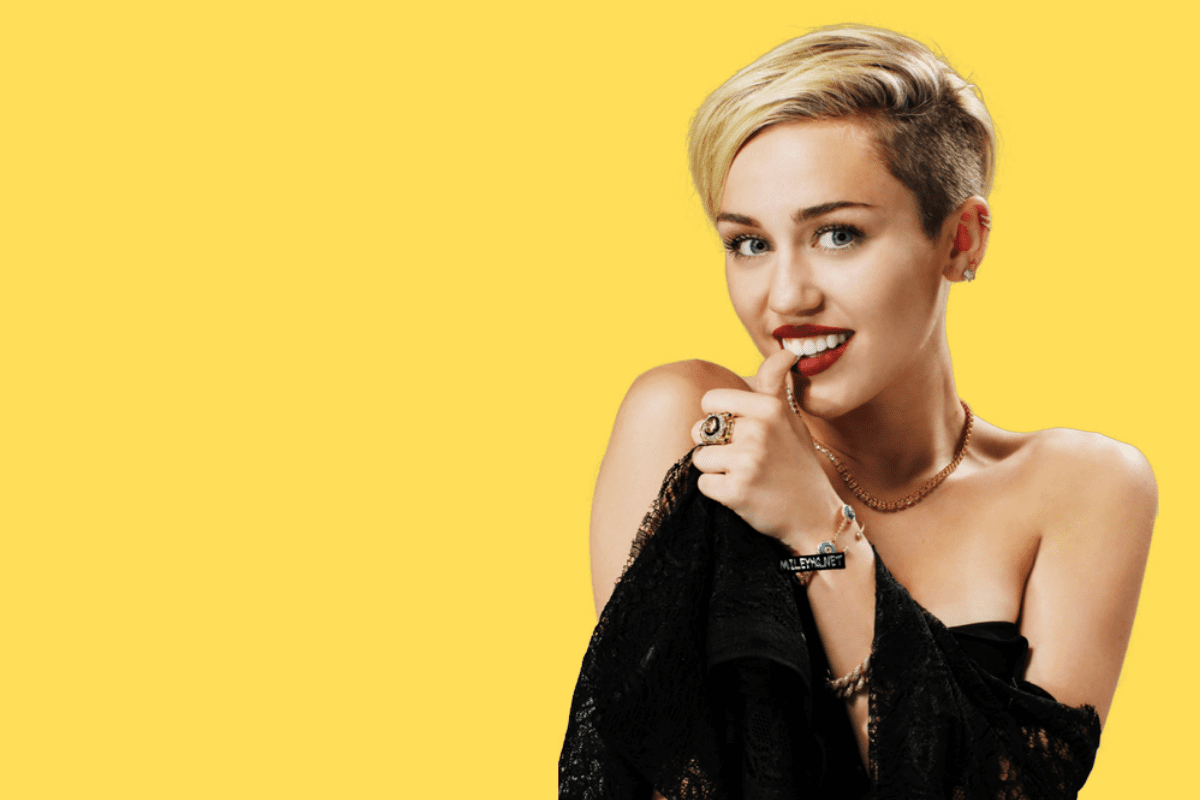 Miley Cyrus fala sobre vida sexual e aparece de topless em 'Midnight Sky'