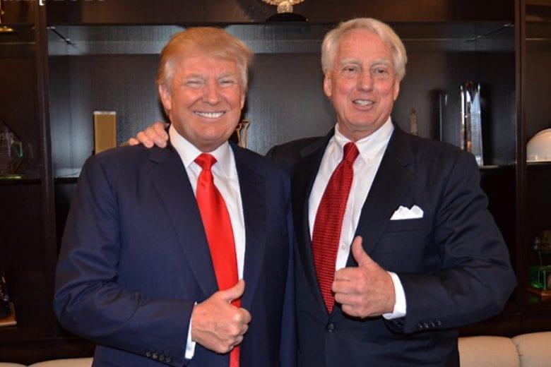 Donald Trump e seu irmão mais novo, Robert. FOTO: Dan Scavino, Twitter.